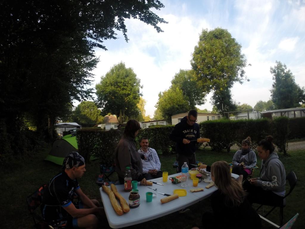 Petit déjeuner accompagné de Laurie, Quentin et Babeth